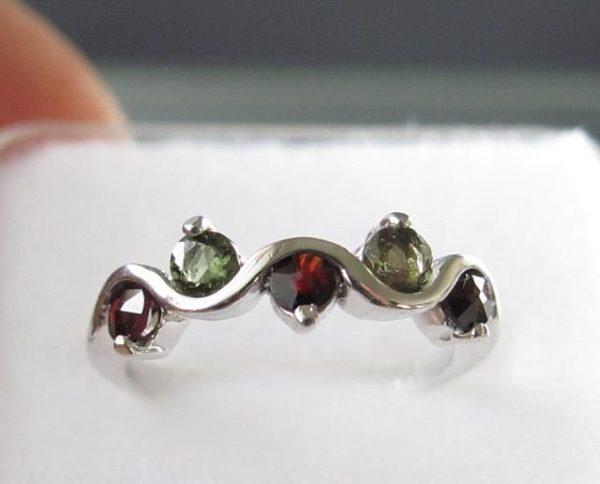 Moldavite with Garnet Sterling Silver Ring (2.3grams) Ring Size: 55 (7.5 US) 1