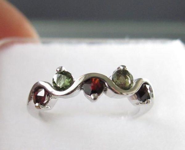 Moldavite with Garnet Sterling Silver Ring (2.3grams) Ring Size: 53 (6.5 US) 2