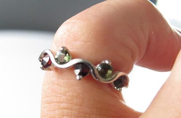 Moldavite with Garnet Sterling Silver Ring (2.3grams) Ring Size: 55 (7.5 US) 2