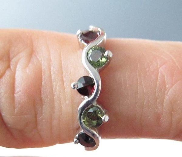 Moldavite with Garnet Sterling Silver Ring (2.3grams) Ring Size: 55 (7.5 US) 3