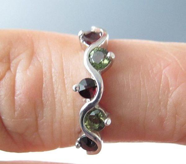 Moldavite with Garnet Sterling Silver Ring (2.3grams) Ring Size: 53 (6.5 US) 4