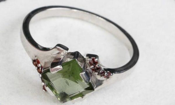 Authentic Diamond Shape Moldavite Ring with Garnet (2.4grams) Ring Size: 55 (USA 7 1/2) 1