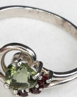 High Quality Grade Heart Cut Faceted Moldavite with Garnet (1.4grams) Ring Size: 56 (USA 7 3/4) 3