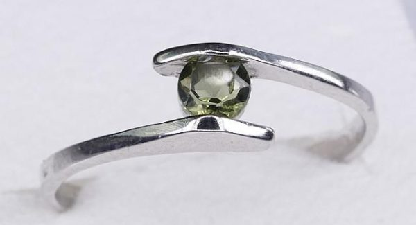 Beautiful Round Cut Moldavite In Sterling Silver Ring (1.3grams) Ring Size: 60 (USA 9 3/8) 1