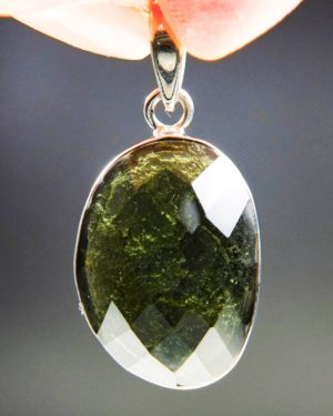 beautiful faceted shape moldavite pendant with certificate of authenticity (5.52grams) 1