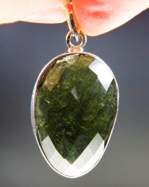 beautiful faceted shape moldavite pendant with certificate of authenticity (7.25grams) 1