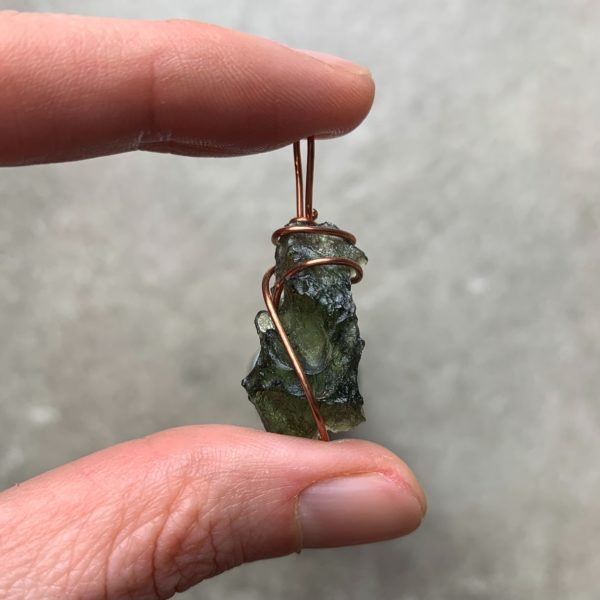 deep green mysterious moldavite in copper wire pendant handcrafted (3.32 grams)1.main