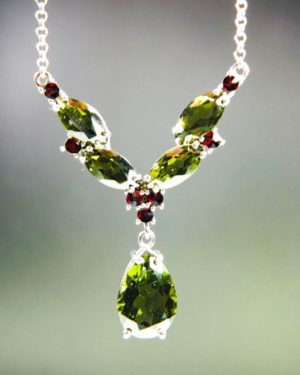magnificent necklace five beautiful moldavite and garnets with certificate of authenticity (6.48grams) 1