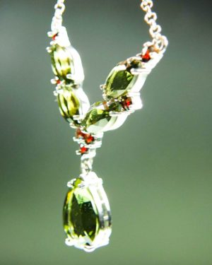 magnificent necklace five beautiful moldavite and garnets with certificate of authenticity (6.48grams) 2